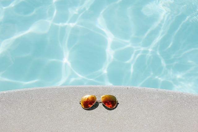 プールで泳ぐ夢