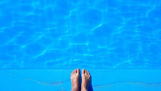 プールに飛び込む夢・プールの飛び込み台から飛び込む夢
