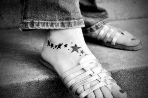 目を星に向け、足を地につけよ。