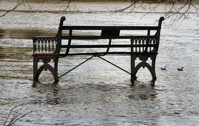 洪水で道路が冠水している夢占い