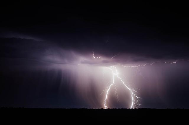 雷の光(稲光・稲妻)が印象に残る夢占い