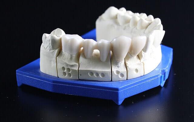 下の歯が抜ける夢占い