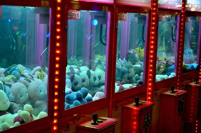ゲームセンターでUFOキャッチャー(クレーンゲーム)をしている夢占い