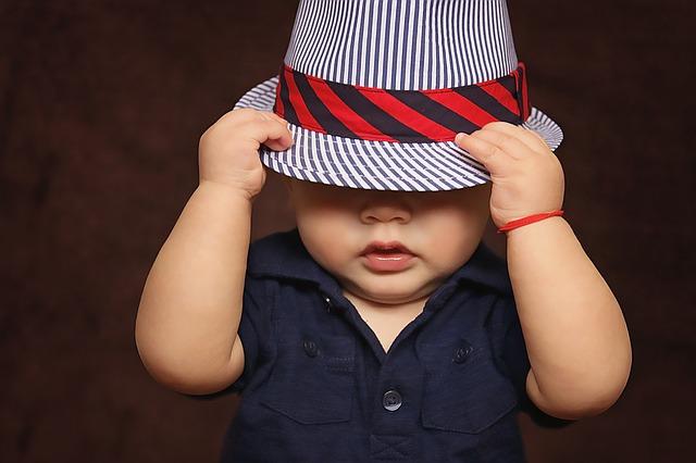 帽子をかぶっている人(他人)が印象に残る夢占い