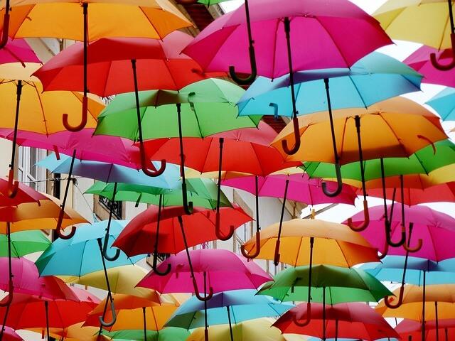 傘の色が印象に残っている夢(黒や白など)