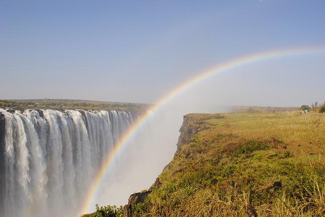滝に虹がかかっている夢
