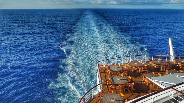船の上にいる(デッキに立っている)夢占い