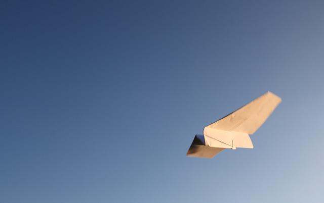 飛行機が自分に向かって突っ込んでくる(墜落・落ちる)夢占い