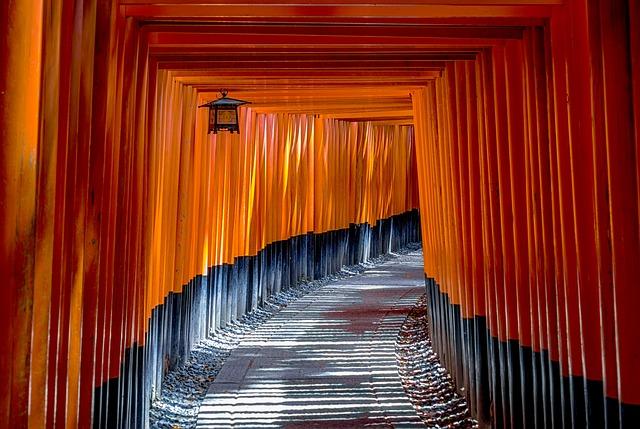 神社の鳥居が「大きい・壊れる・くぐれない」夢占い