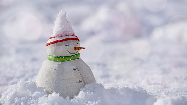 雪だるまをつくって遊ぶ夢占い