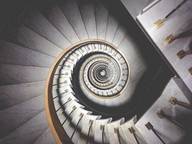 螺旋階段の夢占い