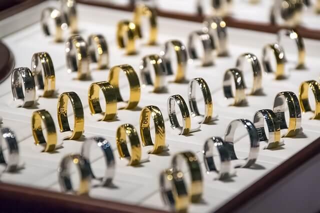 指輪を選ぶ夢占い