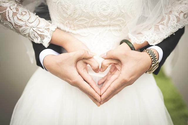 自分の結婚式の夢の意味は、二つが一つになることを暗示する吉夢