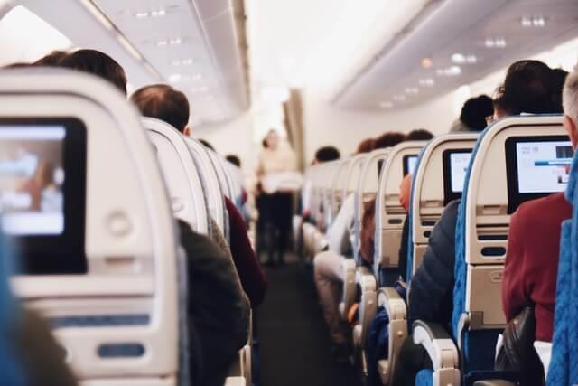 飛行機に乗る夢の意味は、夢の印象や状況を判断材料
