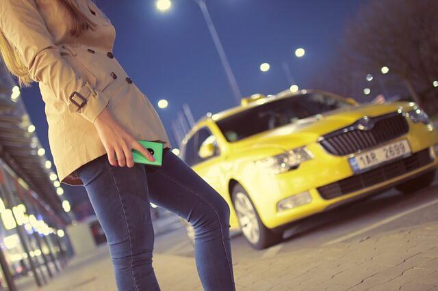 夜にタクシーに乗る夢占い